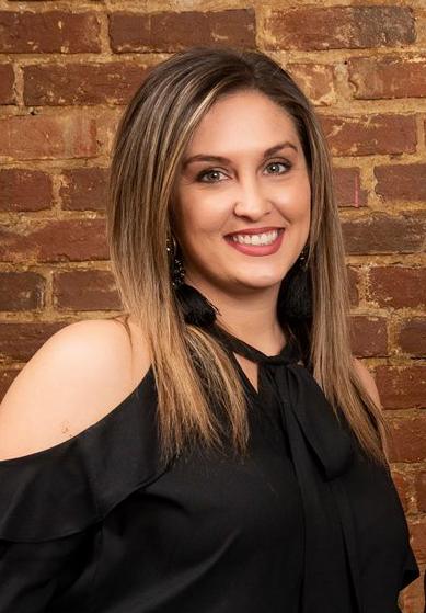 2019 Lauren Headshot LL&A
